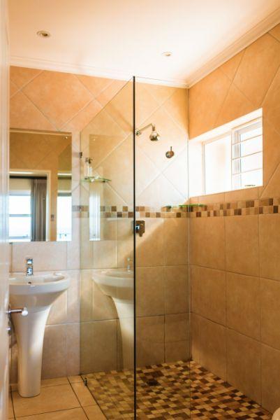 Room 4 Guest Room Shower
